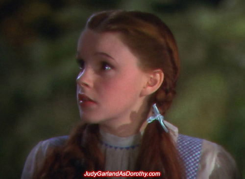 Screen icon Judy Garland as Dorothy looks on
